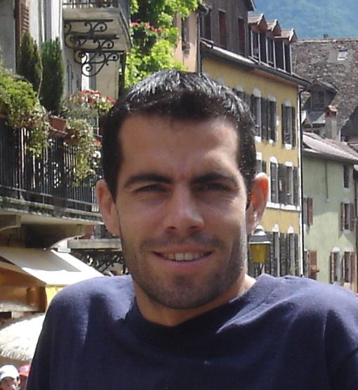 Julien Gayet part à vélo découvrir les écoles du monde