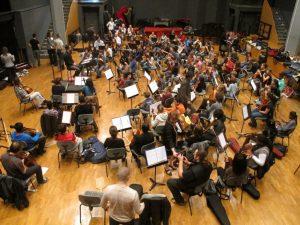 Répétition d'élèves pour le projet de concert Take A Bow