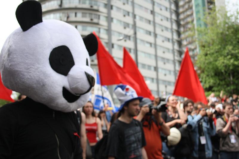 Un prof de philo derrière Anarchopanda, mascotte des manifestations étudiantes au Québec