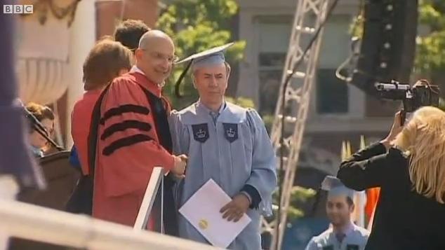 Un concierge de l'université de Columbia décroche une licence de lettres classiques
