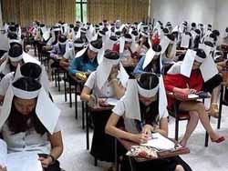Triche aux examens : les chapeaux anti-fraude de l'université thaïlandaise