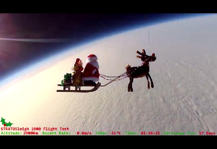 Angleterre : un père Noël envoyé à l'assaut de l'espace en ballon