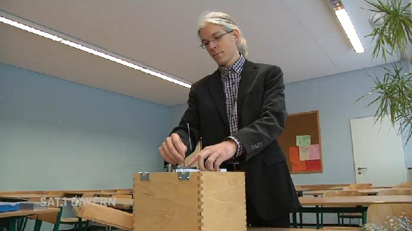Un prof de physique allemand a conçu des lunettes à 1 dollar
