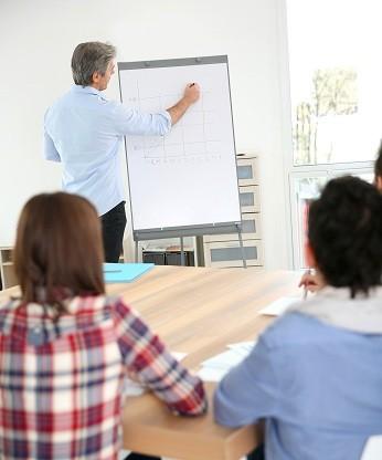 Préfet des études : «un professeur qui aide les élèves à mieux travailler»