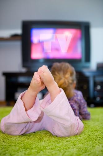 La télé en fond sonore pourrait nuire au développement des enfants
