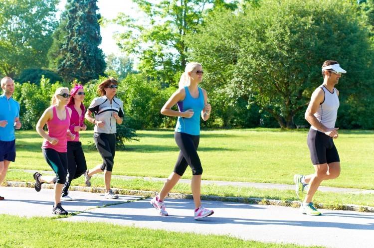 Sport : privilégiez une paire de baskets à des antidouleurs