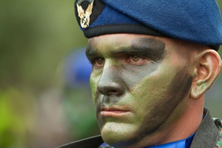 Royaume-Uni : échec du programme de recyclage de soldats en professeurs