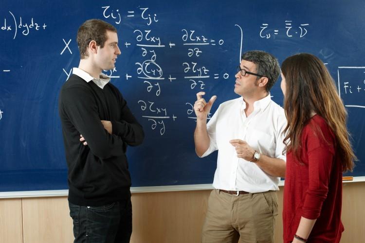 «Un enseignant a un salaire de 37% inférieur à celui d'un cadre du privé»