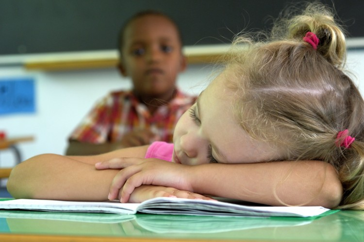 Lille : des parents manifestent contre l'école le samedi matin