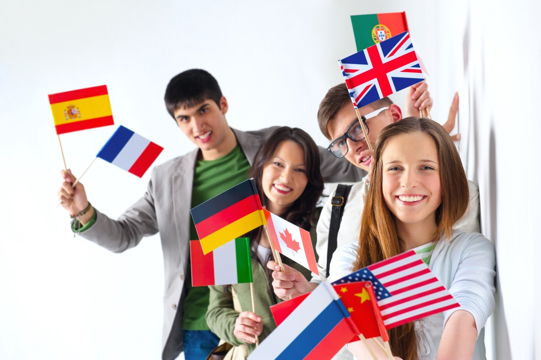 Classes bilangues : les profs d'allemand et d'italien envoient des cartes postales à l'Elysée