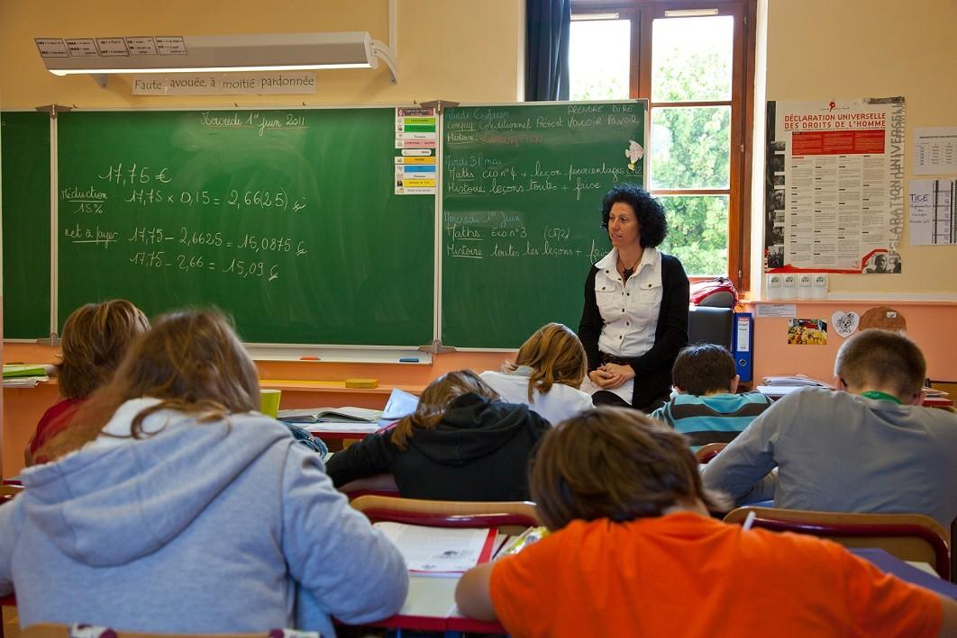Le gouvernement mobilise 50 millions d'euros par an contre le décrochage scolaire