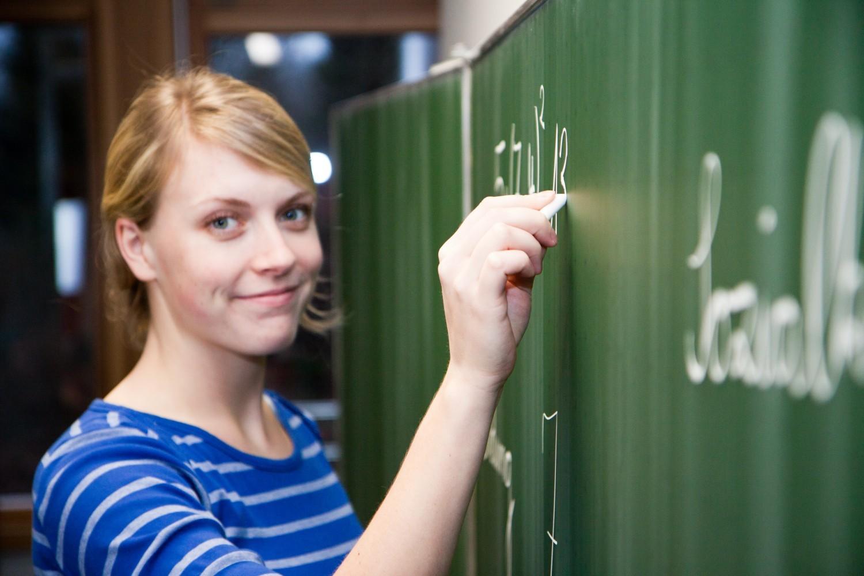 Salaires : un «parcours de carrière revu» et des enseignants «revalorisés»