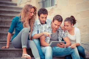 Group of Friends with Tablet PC © william87 - Fotolia