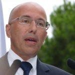 Minute de silence perturbée : Ciotti veut supprimer les allocations aux familles