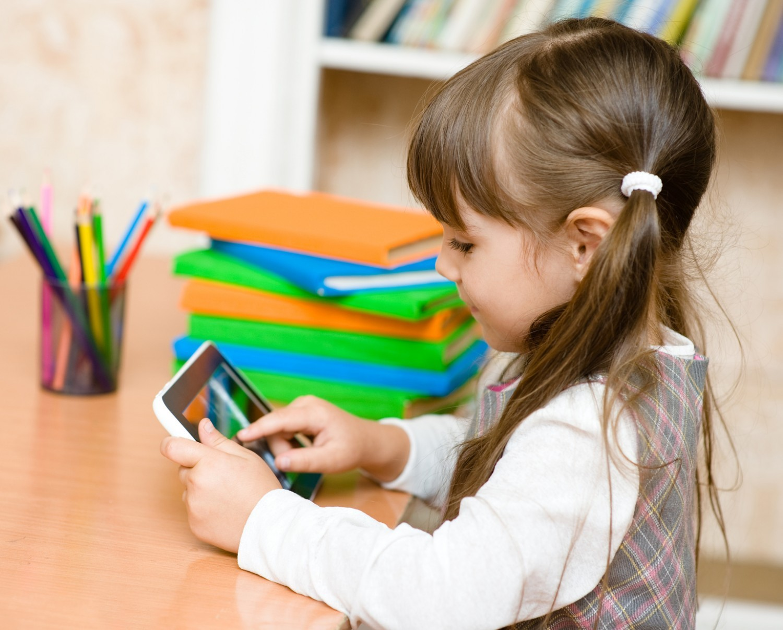 Numérique en maternelle : une initiation trop précoce ?