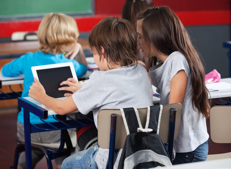 Numérique à l'école : les orientations définitives du plan seront annoncées en mai