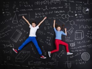 Two schoolkids learning © Halfpoint - Fotolia