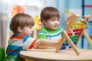 children playing with abacus © Oksana Kuzmina - Fotolia