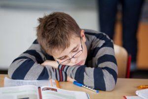 collégien endormi