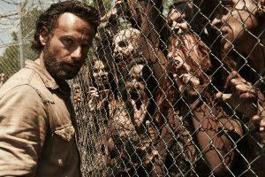 """En jouant à """"l'atelier zombies"""", les élèves de Lucile Peyre s'imaginent sans doute dans la série """"Walking Dead""""."""