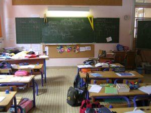 Ecole primaire en France, salle de classe / Licence CC Wikimedia / par Marianna