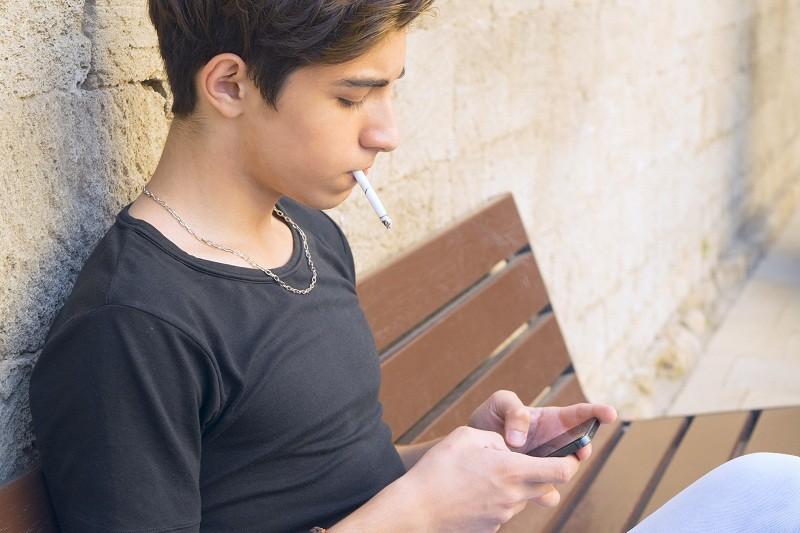 Chefs d'établissement : où laisser les élèves fumer sans danger ?