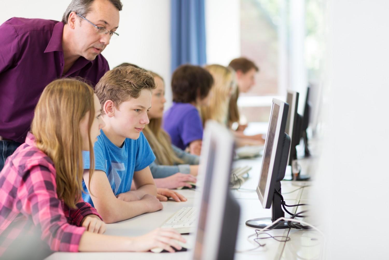 Partenariat Microsoft / Education nationale : «indigne» des valeurs portées par le ministère (associations)