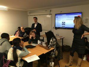 Ronan Cherel, prof d'histoire à Rennes, et Rose-Marie Farinella, prof des écoles, ont animé un atelier sur la vérification des infos en ligne / Photo DR