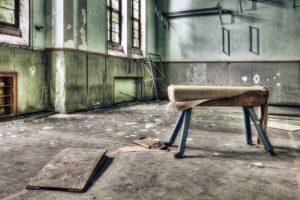 Gymnase délabré