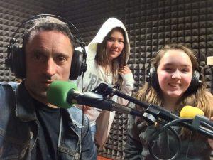 Jean-Marie Lejeune et ses élèves, lors d'une émission de radio / Classe Inversée