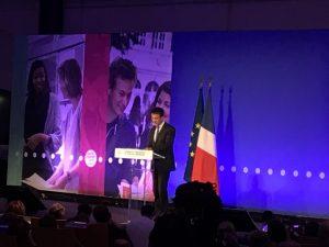 Manuel Valls annonce l'augmentation de l'ISAE