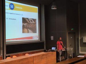 """Brahim Lamine, enseignant chercheur à Toulouse III, pratique """"l'amphi inversé"""" : ses élèves regardent des vidéos à la maison, puis une fois dans l'amphi, débattent (apprentissage par les pairs)."""