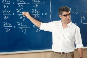 Professor giving class at the classroom © Estudi M6 - fotolia.com