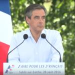 Pour François Fillon, les programmes actuels font «douter de notre histoire»