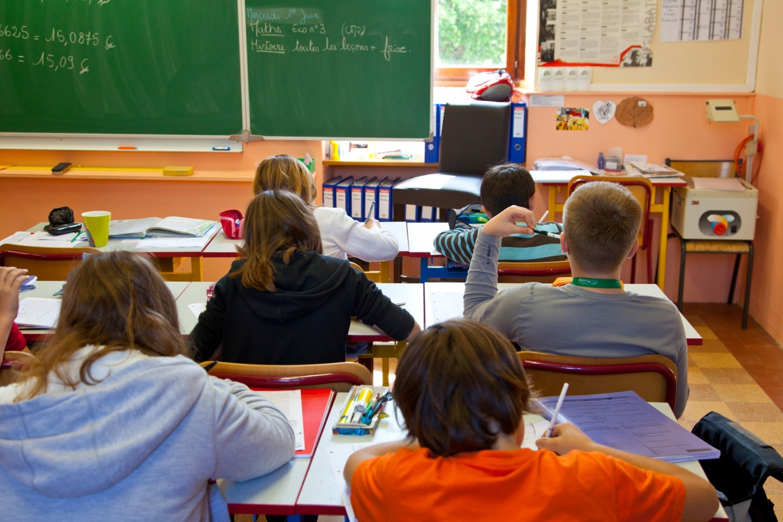 Terrorisme : à Aix, des enseignants obligés de porter une alarme reliée à la police