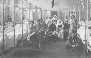 Hôpital militaire français pendant la Première Guerre mondiale / Wikimedia / Licence CC / Yelkrokoyade
