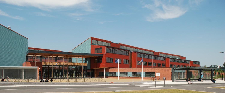 Le Lycée du Pays de Condé, à Condé-sur-Escaut / http://lyceepaysdeconde.etab.ac-lille.fr/