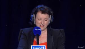 """Anne Roumanoff lors de l'Émission """"Ca pique mais c'est bon"""" © Capture d'écran Europe 1"""
