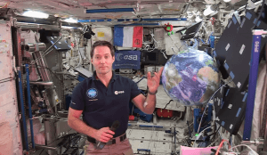 Duplexe avec Thomas Pesquet, dans l'ISS, à l'Académie des Sciences, 6/12/17.