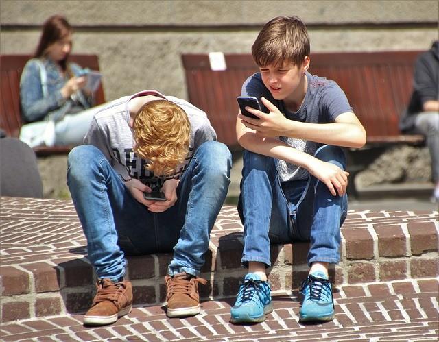 Smartphones interdits à l'école : la lettre d'un Québecois à JM Blanquer