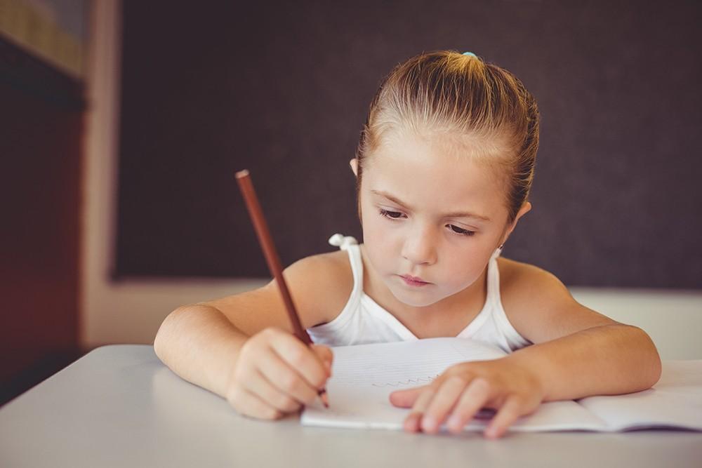 Comment est organisé l'accueil des enfants de soignants à l'école ?