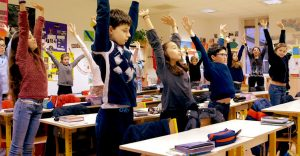 Des élèves en pleine méditation / Association Méditation Enseignement (AME)