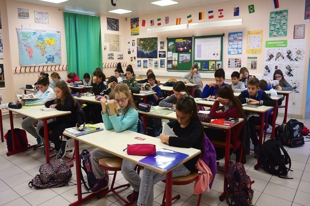 Silence on lit / Collège de Banon