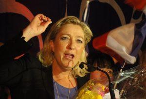 Hénin-Beaumont - Marine Le Pen au Parlement des Invisibles le dimanche 15 avril 2012 / Wikimedia / Licence CC