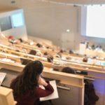 Université : vers une baisse des droits d'inscription et des «aides à la mobilité»