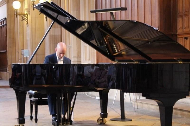 Rencontre avec le fondateur de «Tout en Mesure», magistrat-pianiste