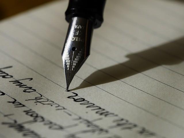 Du papyrus aux tablettes tactiles, l'apprentissage de l'écriture est-il si différent ?