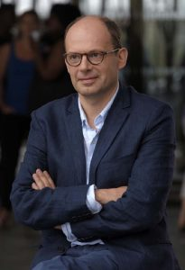 Denis Podalydes interprète le professeur François Foucault (c) Michaël Crotto