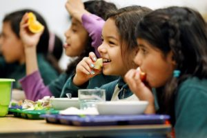 Children eating school meals / USDA / Flickr / Licence CC