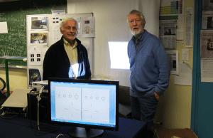 Albert le Floch et Guy Ropars, physiciens, dans leur laboratoire.